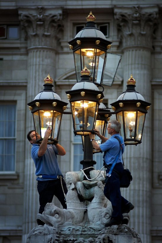 Buckingham Palace Gas lights 5 550