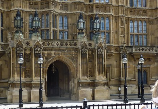 Houses of Parliament lords EnrtrnceP1060343 550