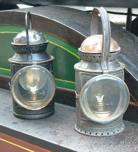 Oil Hand Lamp Kevin George 003 cut 270
