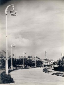 Single 12 lt London on concrete column (W2) 260