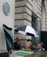 Unveilling of the plaque at 100 Pall Mall, London
