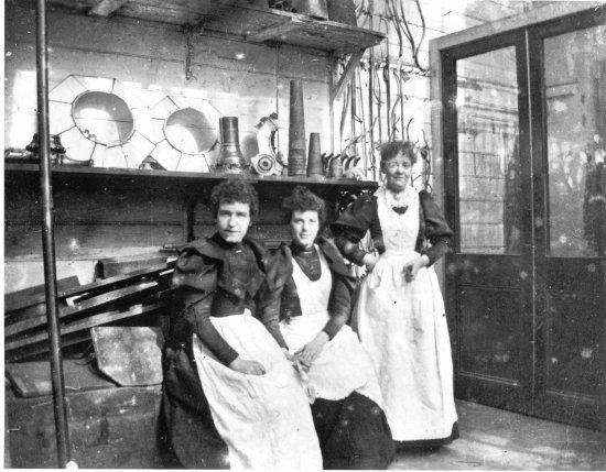 Women Workers 600 550